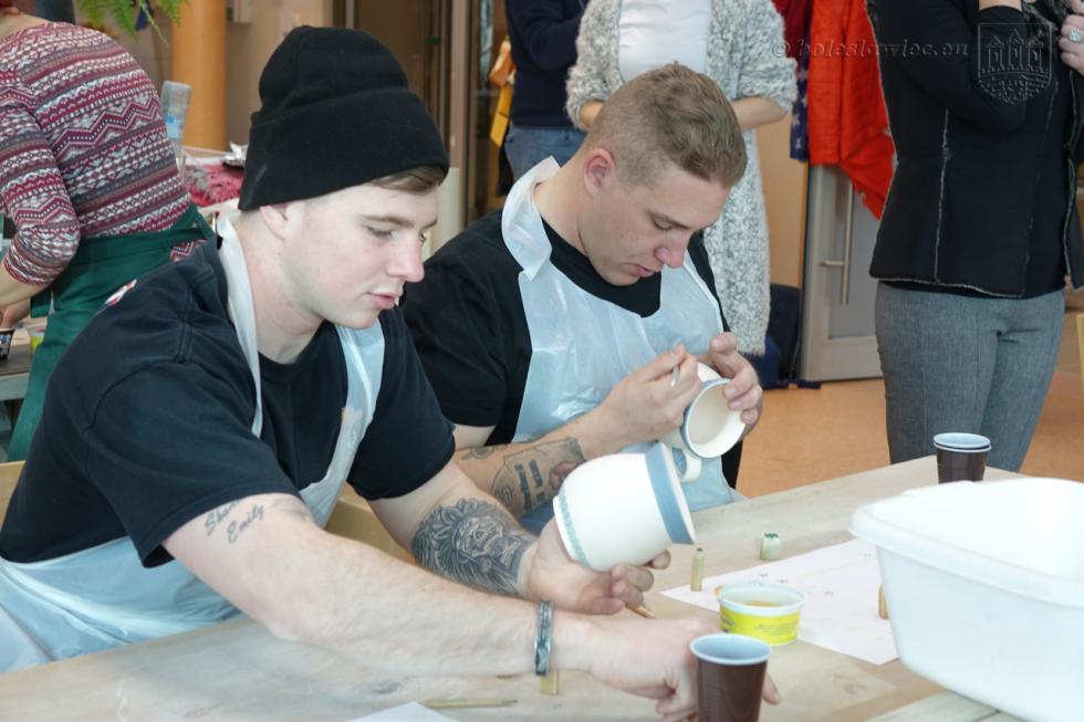 Amerykańscy żołnierze wBolesławcu malowali ceramikę